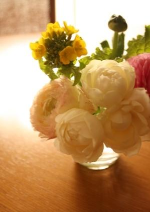 テーブルに花.jpg